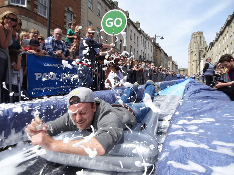 2-luke-jerram-transforms-bristols-park-street-into-a-giant-95-meters-water-slide