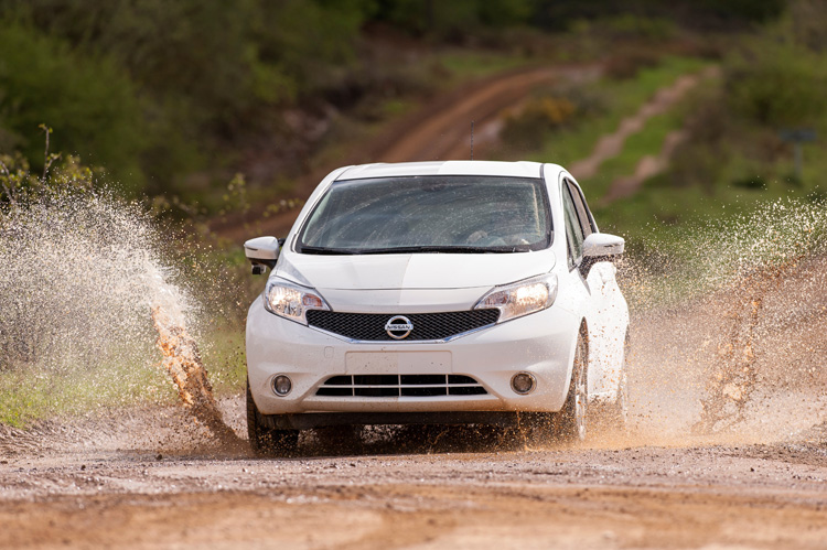 2-nissan-develops-first-self-cleaning-car-prototype