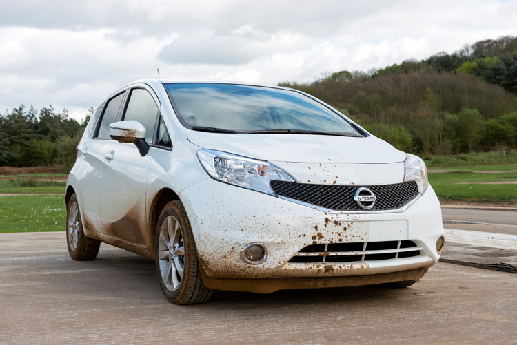 5-nissan-develops-first-self-cleaning-car-prototype