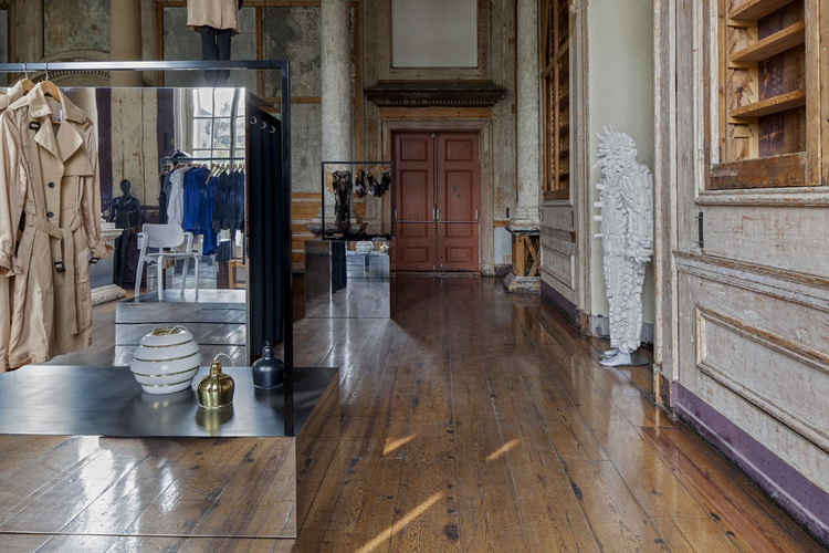 6-frame-pop-up-store-in-amsterdam-by-i29